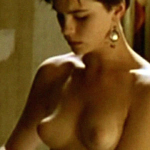 Kate Beckinsale Shows Off Her Nipples