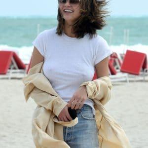 Chrissy Teigen Braless (2)