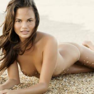 Chrissy Teigen naked modeling (4)
