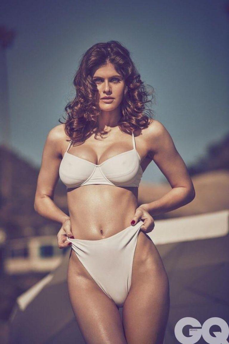 Alexandra Daddario sexy pic