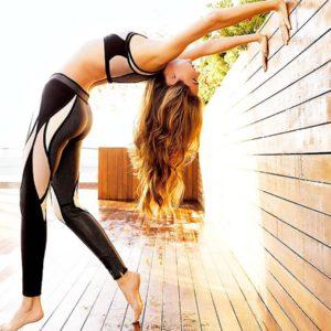 Miranda Kerr sexy ass yoga pants