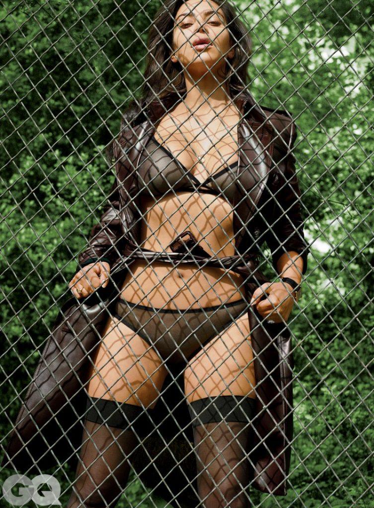 Kim Kardashian nipples exposed in GQ magazine!