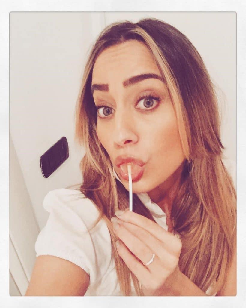 Paola Saulino lollypop blowjob offer