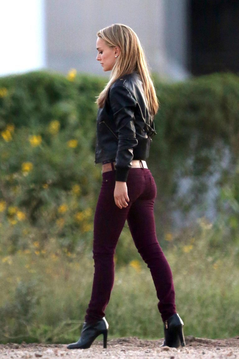 Natalie Portman tight jeans ass