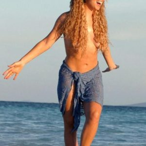 topless pic of mariah carey on the beach