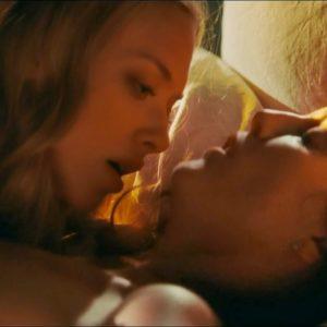 naked pic of amanda seyfried and julianne moore having lesbian sex