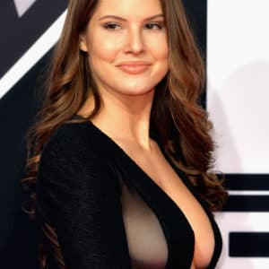 Amanda Cerny side boob