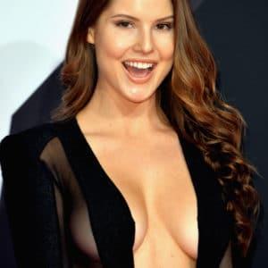 Amanda Cerny sexy cleavage