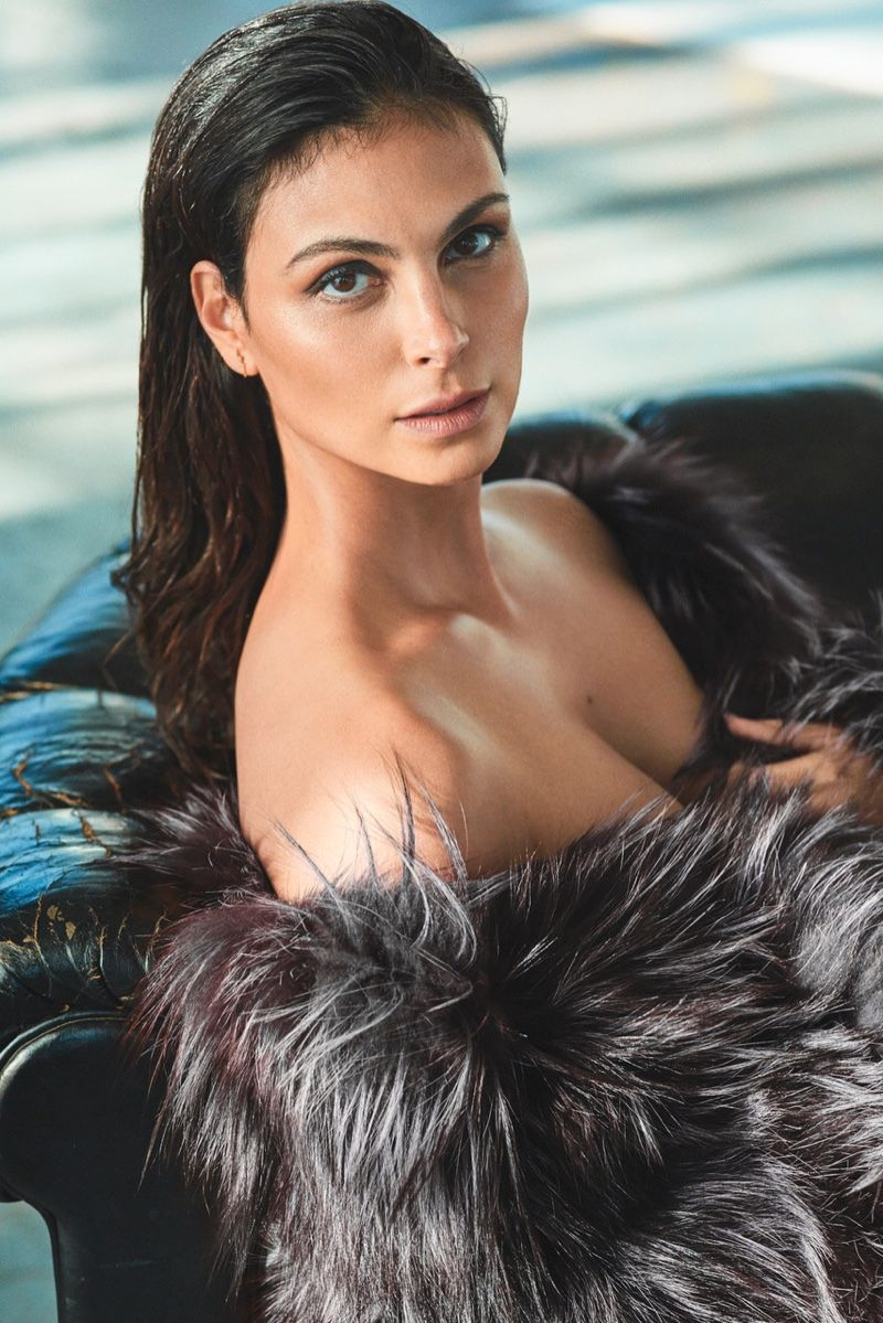 Morena Baccarin boobs