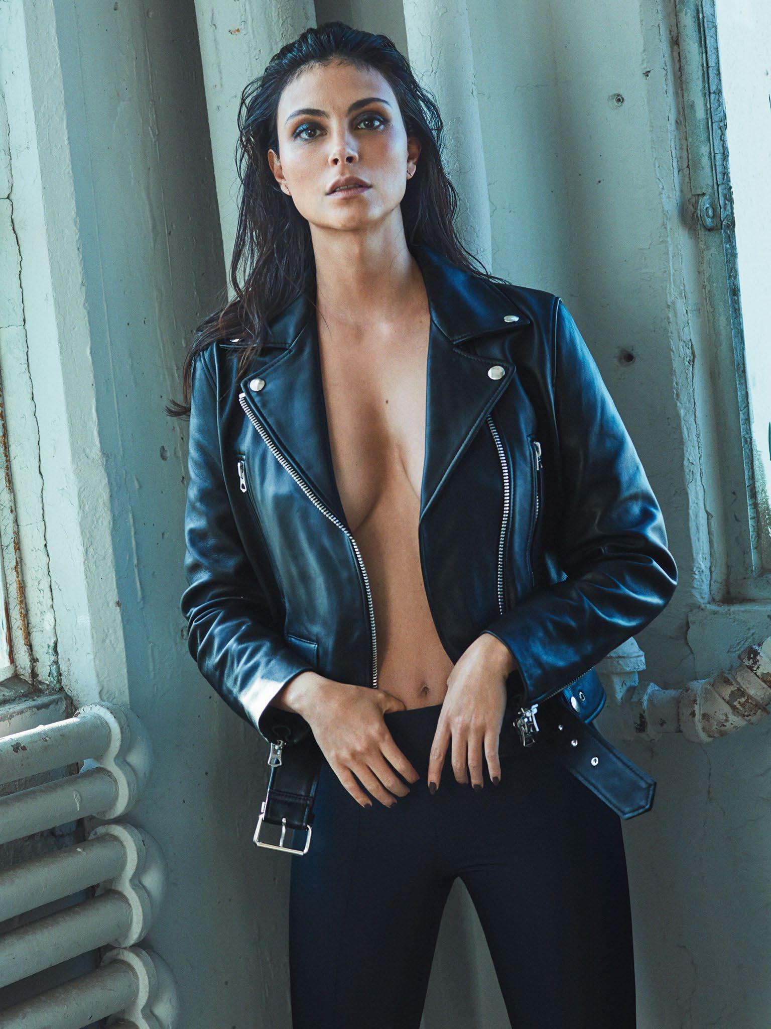 Morena Baccarin naked boobs