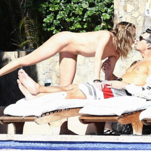Jennifer Aniston caught naked with boyfriend