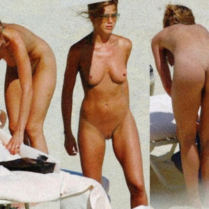 Jennifer Aniston fully nude