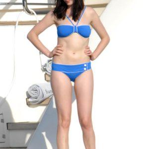 Anne Hathaway hot stomach