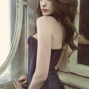 Anne Hathaway nude boobs