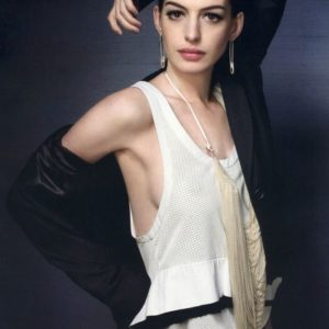 Anne Hathaway pussy showing