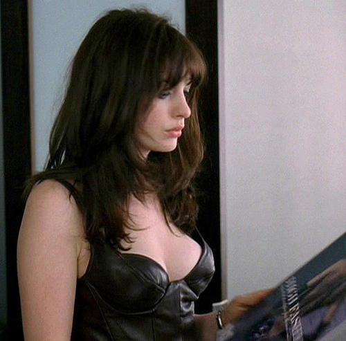 Anne Hathaway sexy naked