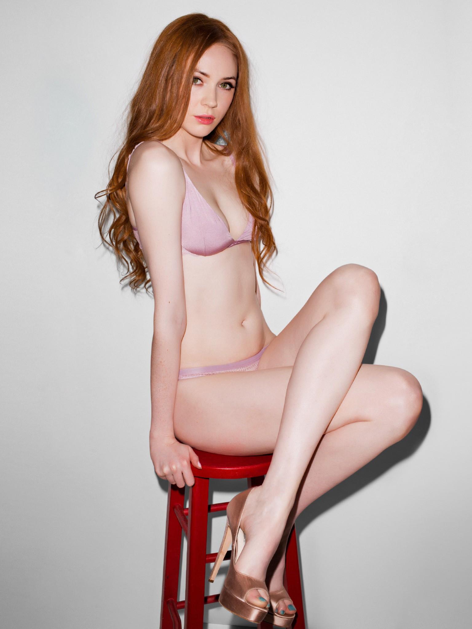 Karen Gillan boobs show