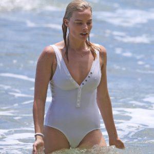 Margot Robbie big tits