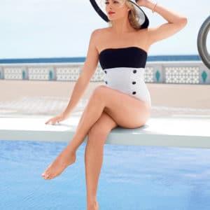 Margot Robbie natural tits