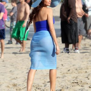 Sofia Vergara showing boobs