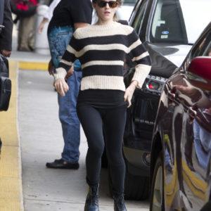 Emma Watson cameltoe in yoga pants