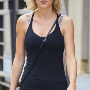 Taylor Swift big tits