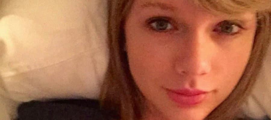 Taylor Swift sexy selfie
