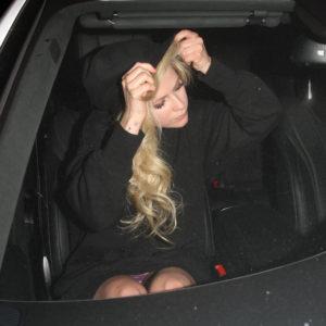 Avril Lavigne pussy upskirt