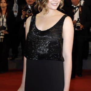 Elizabeth Olsen boobs show