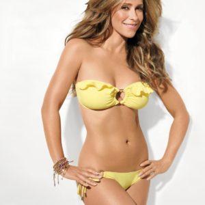 Jennifer Love Hewitt boobs show