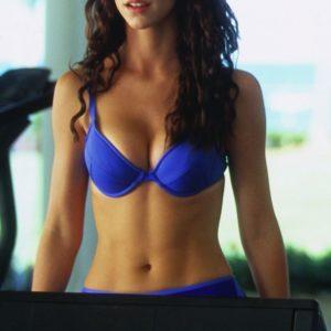 Jennifer Love Hewitt braless