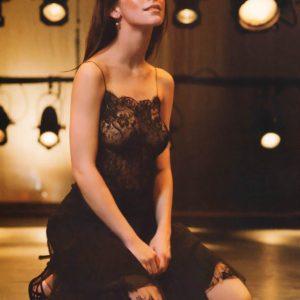 Jennifer Love Hewitt posing