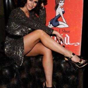 Jennifer Love Hewitt sexy legs