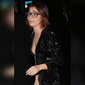 Sarah Hyland boobs showing