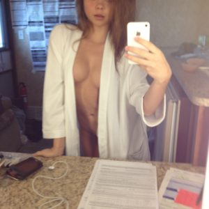 Sarah Hyland nude boobs