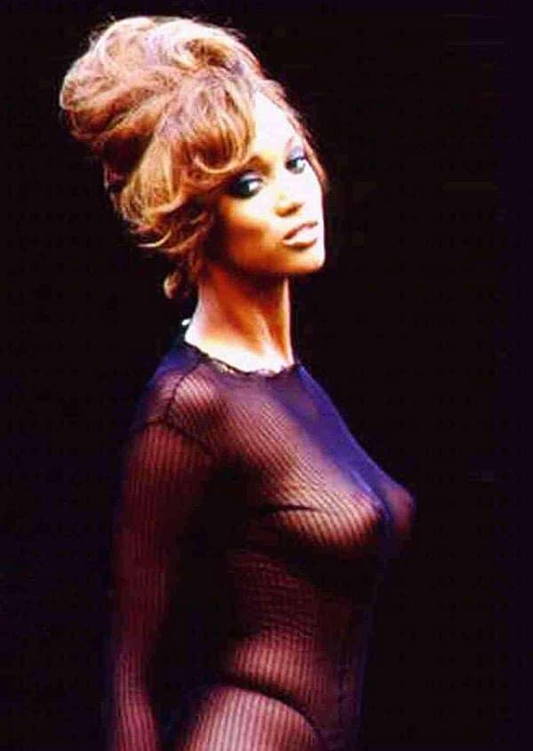 Tyra Banks nip slip