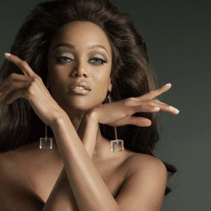Tyra Banks pussy showing