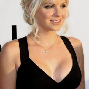 Anna Faris boobs